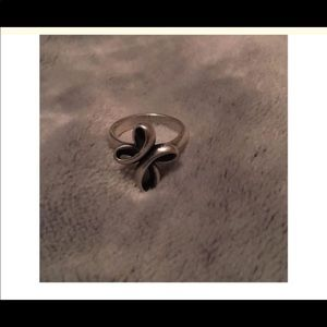 Silver crossed ribbon ring